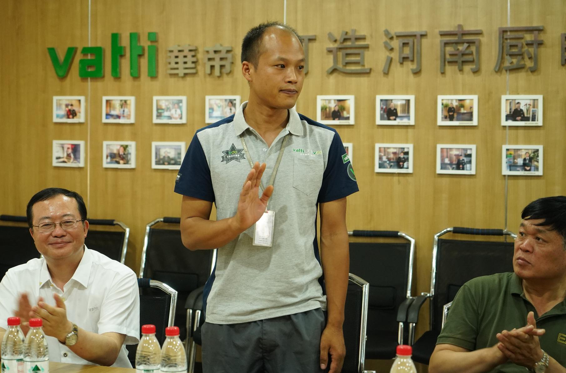 暴雨中勇救5名落水者 郑州男子被奖励一辆车和5万元