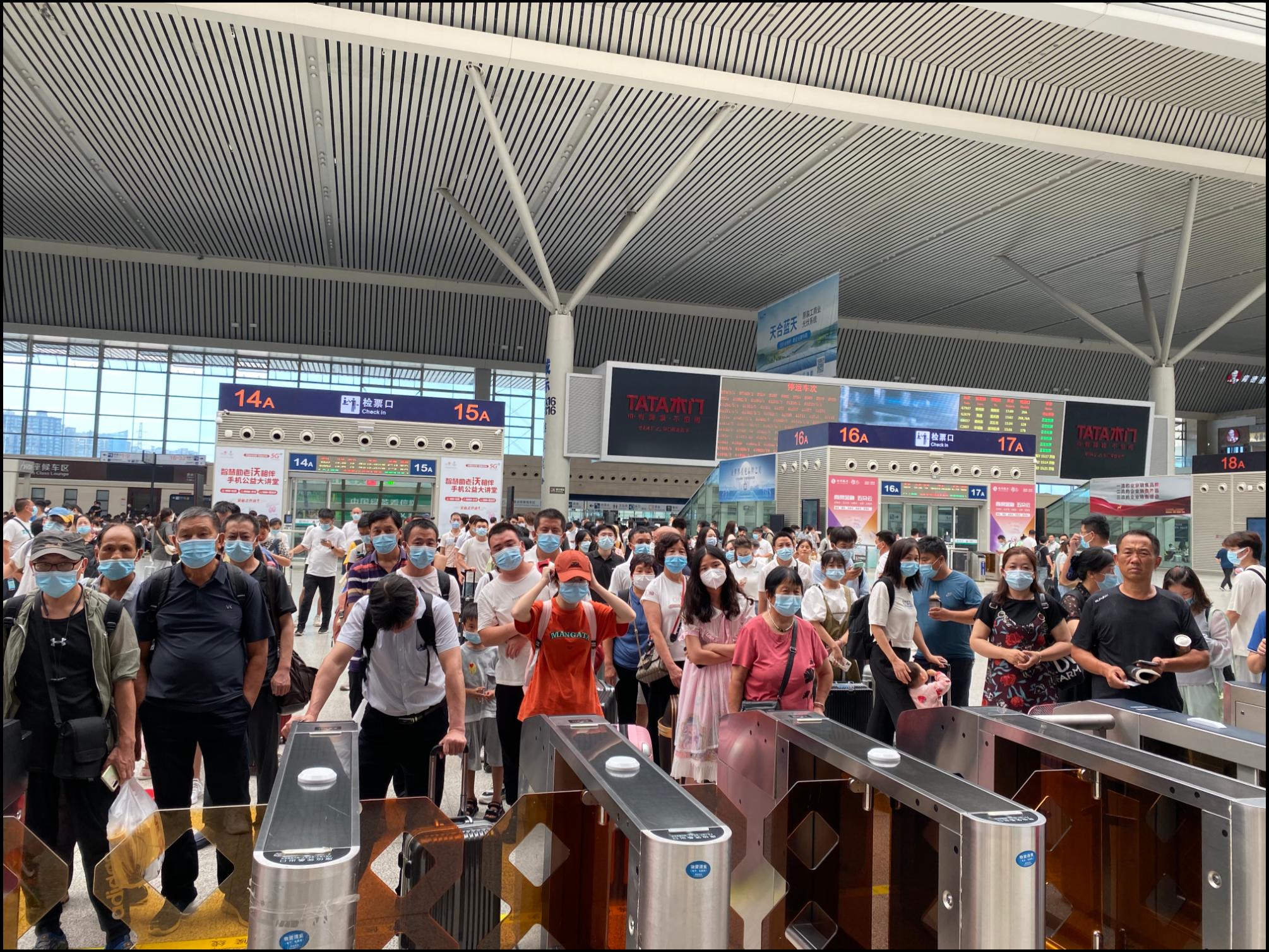 给力!7月28日郑州东站开行列车499列 高铁班次陆续恢复