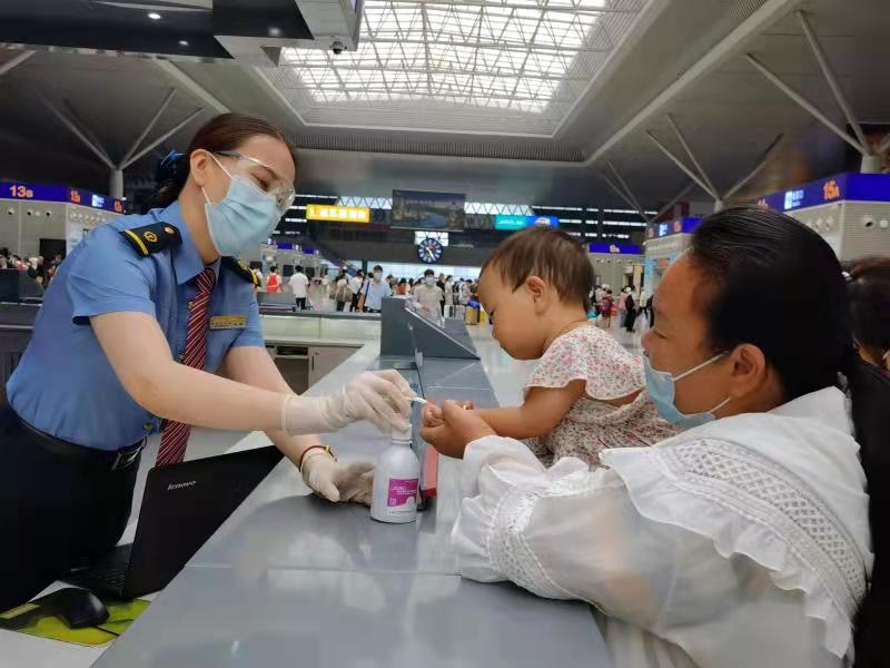 中国铁路郑州站加开24趟列车服务中秋旅客