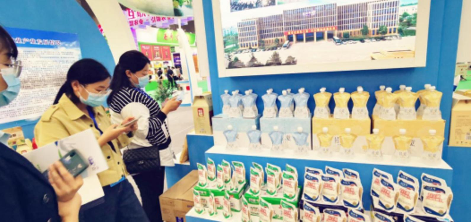 花花牛轻觉酸奶荣获第二十四届中国农产品加工业投资贸易洽谈会金质产品奖