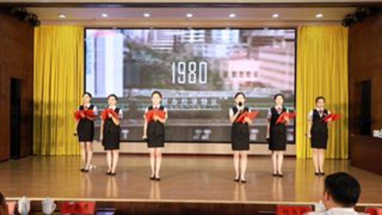 周口农商银行举办庆十一红色经典朗诵比赛