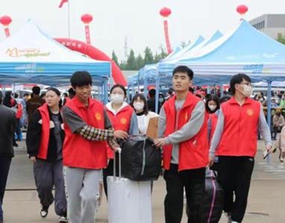安阳职业技术学院喜迎6000余名新生